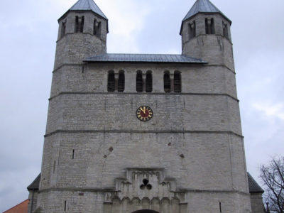Vergoldung des Zifferblatts der Stiftskirche in Bad Gandersheim