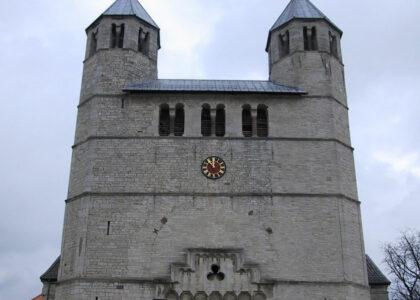 Vergoldung des Zifferblatts der Stiftskirche in Bad Gandersheim